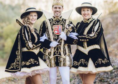 Prinz Oliver I. 2018/2019 aus Eupen mit Martine & Stephanie und Begleitung.